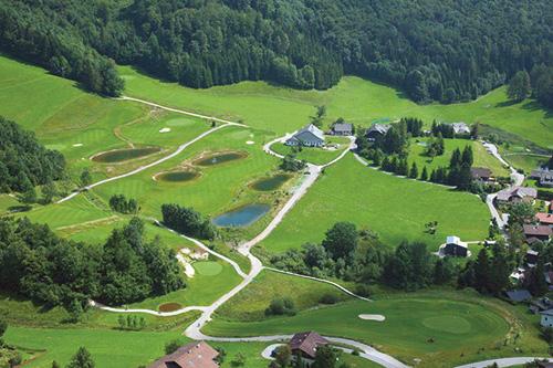 Golfové hřiště Waldhof je vhodná pro všechny hráče hrající na všech úrovních a poskytuje jedinečný herní zážitek v nezapomenutelném prostředí.