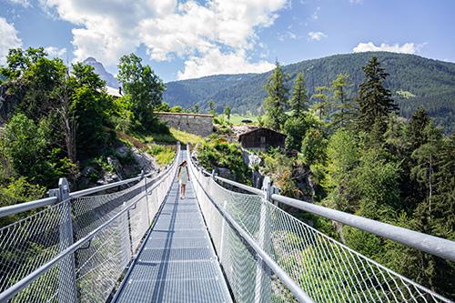 Zámek a visutý most